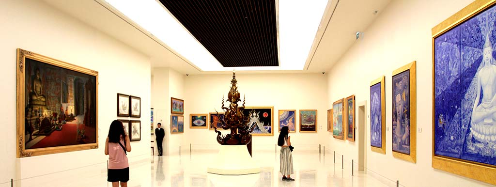 Sala of MOCA with paintings and statues.
